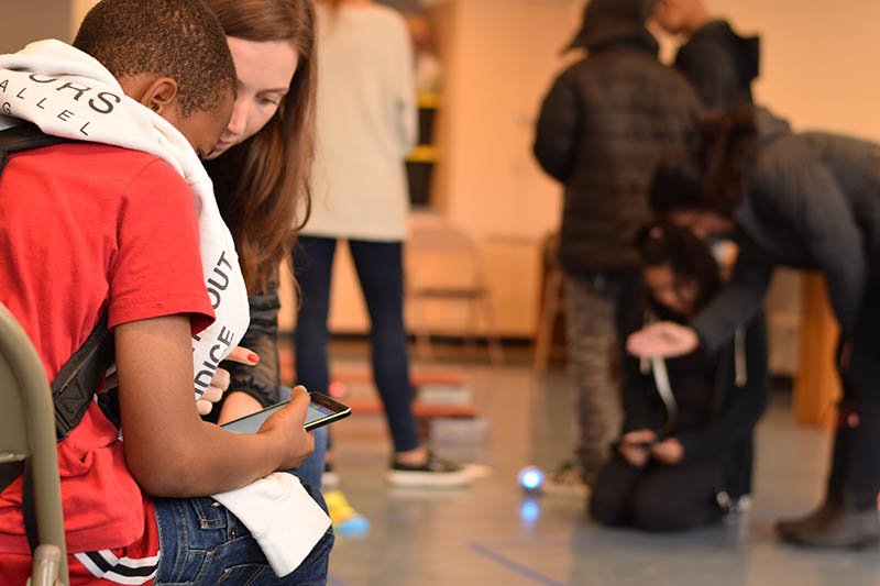 Kids learn coding, Virtual Reality, 3D Printing and other STEM skills with Salesforce volunteers