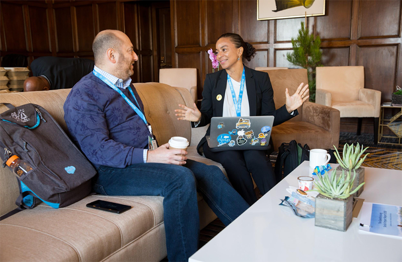 Dreamforce attendees have a discussion