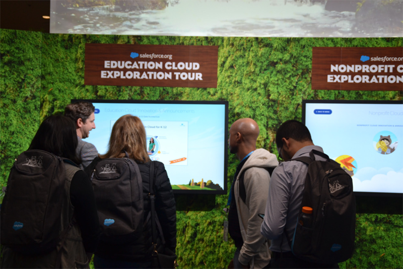 Dreamforce attendees get a demo and discuss products