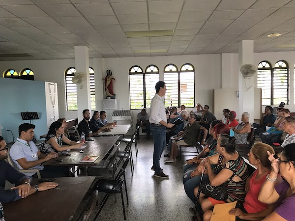 Recipients in Puerto Rico wait to receive cash cards from GiveDirectly staff.
