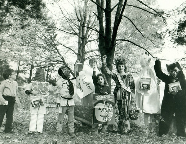 Kids trick-or-treating for UNICEF