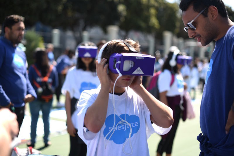Student looks through virtual reality device.