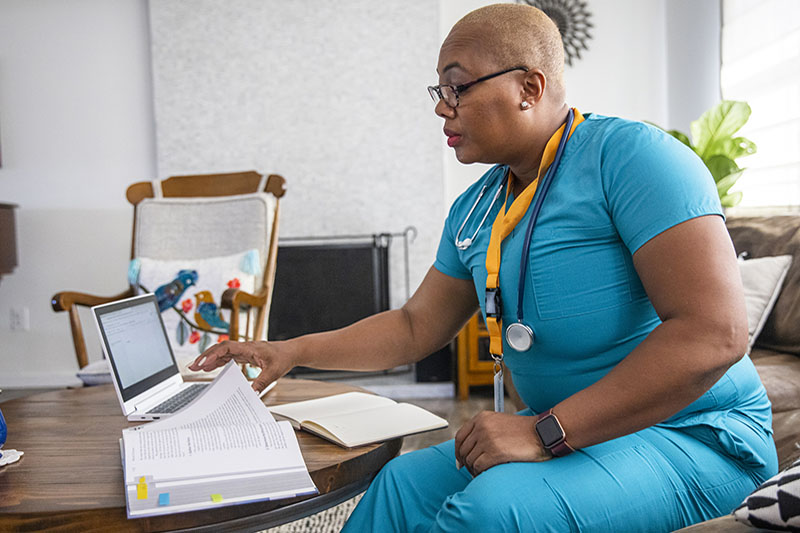 Nurse studying between shifts